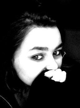 ಌ #./ Ne me fais pas fermer encore un porte. Je ne veux plus souffrir. Reste dans mes bras si tu l'oses. Ou dois-je t'imaginer là ? Ne t'éloignes pas de moi Je n'ai rien, rien, rien Si je ne t'ai pas toi . (L)  . /.# ಌ