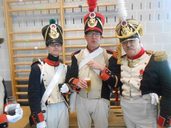 aux mileux le sergent la chute et a droite le colonel du 112eme regimant blege d'infenterie de ligne