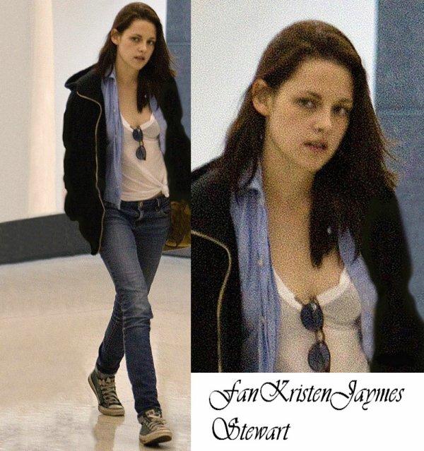 Kristen Stewart a l'aeroport  (New Orleans) le 10/31
