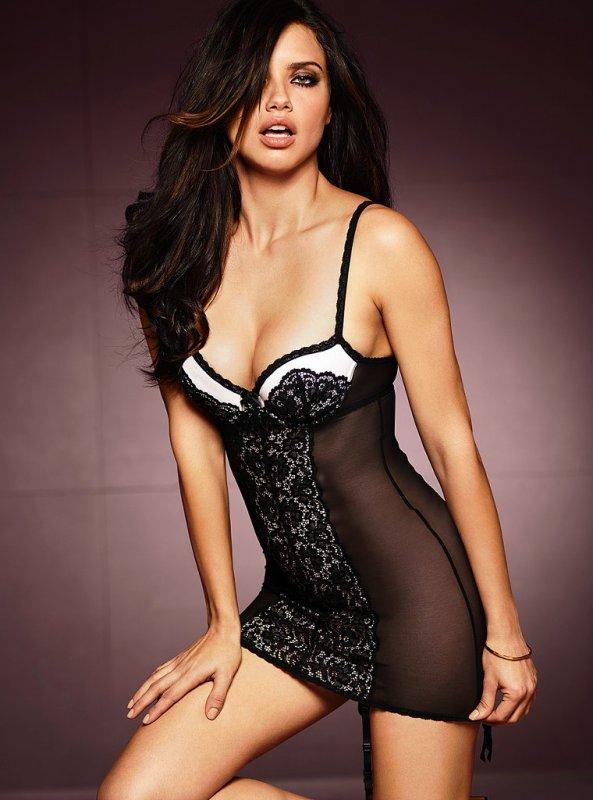 Le 1 Aout 2011 : Nouvelle photo d'Adriana pour la lingerie de Victoria's Secret