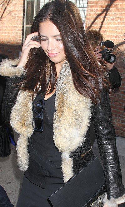 Le 13/02/2012 : adriana à la sortie du Défilé de Donna Karan