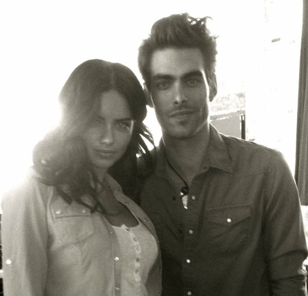 3/04/2012 : Via le twitter du top model Jon Kortajarena  @jonkortajarena