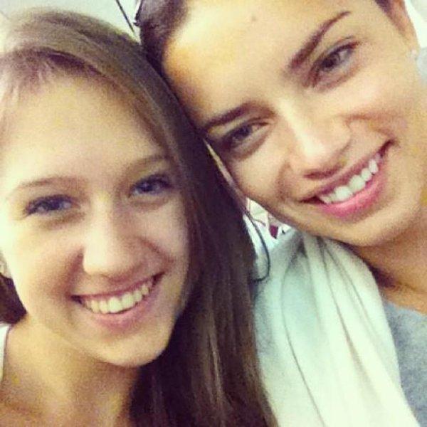 le 27/12/2012 : Adriana avec une fan (désolé pour la mauvaise qualité de la photo)
