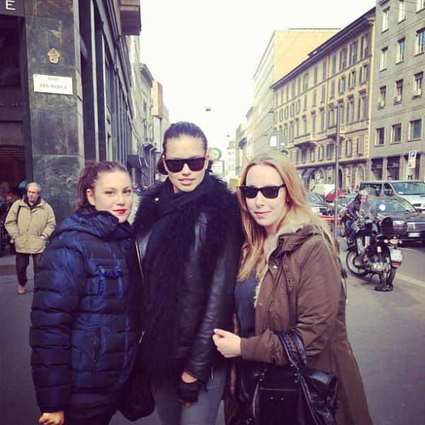 le 20/02/2013 : Adriana à Milan avec des fans