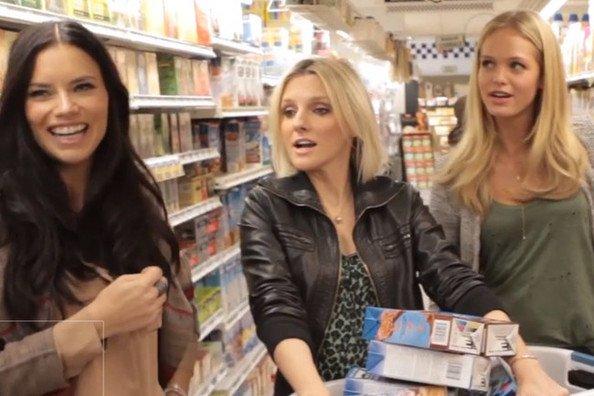 le 27/2/2013 : Adriana avec Erin pour Hello Style dans un supermarché à New-York