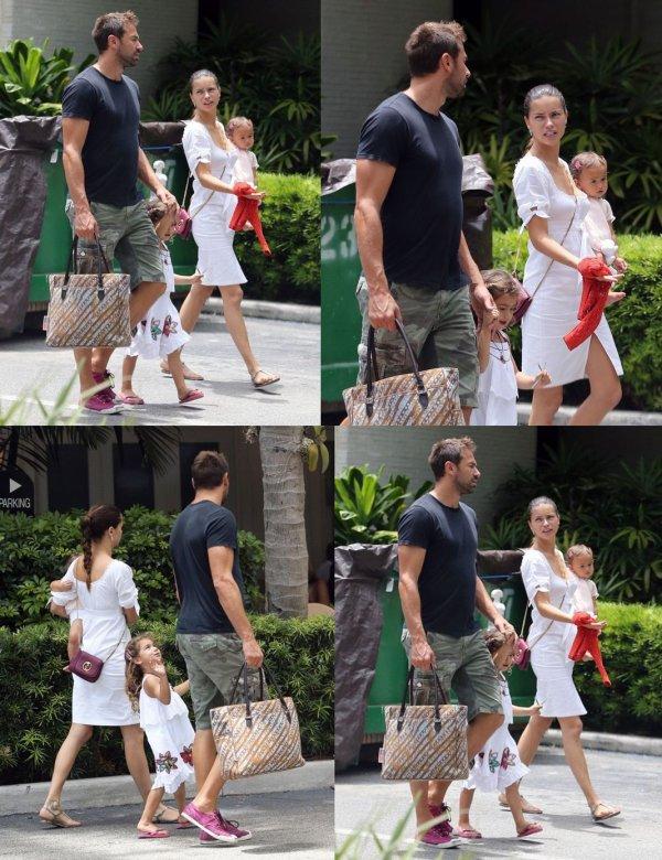 le 15/08/2013 : Adriana , Marko et leurs filles dans Miami