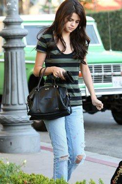 Sa chauffe entre Selena et J.