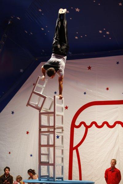 Cirque OLYMPIA sous le chapiteau.