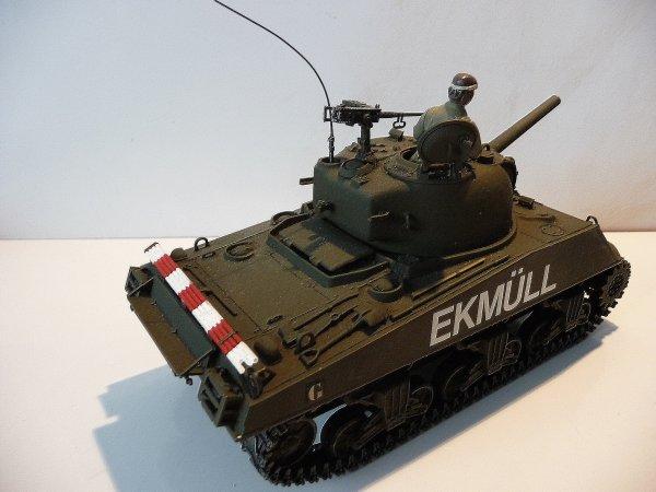 SHERMAN M 4 -Tourelle M 34A1 -Canon 105mm -Moteur Continental 9cyl - 8 éme Régiment de Cuirassiers -1er escadron-