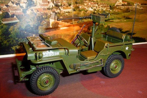 JEEP WILLYS MB  avec mitrailleuse d 12,7mm M2  -ITALERI réf 6351 échelle 1/24éme