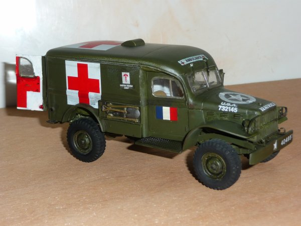 ITALERI réf: 226 1/35 - DODGE AMBULANCE  WC-54