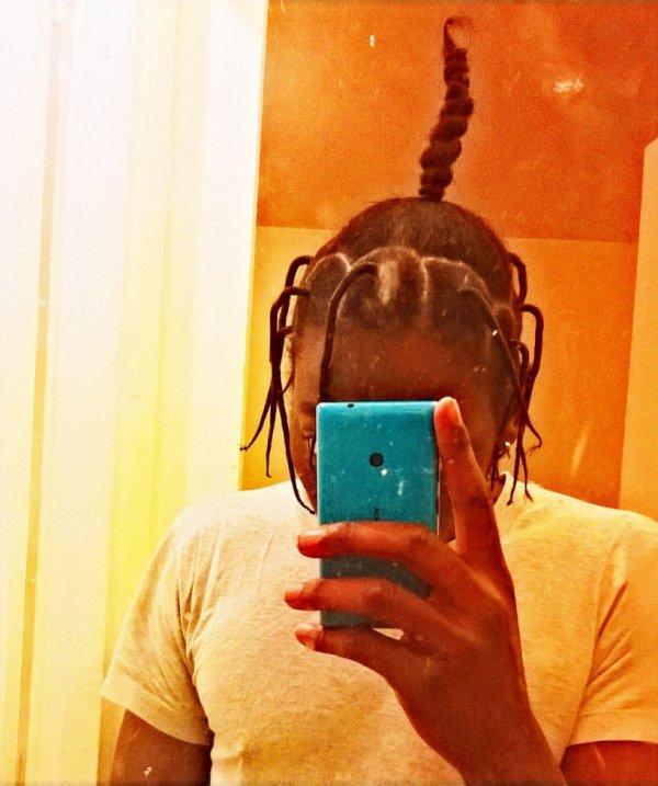 mes cheveux ...je vais coupé il devien trop long ....a chaque je les coupe il repousse vite
