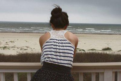 """Il y a deux sortes de gens: ceux qui peuvent être heureux et ne le sont pas, et ceux qui cherchent le bonheur sans le trouver.."""""""