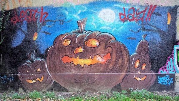 Tag d'Halloween sur une ruine de ma campagne