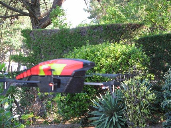 Le drone du tonton marche bien !! avec la tablette il peut piloter, photographier et filmer ... trop top!