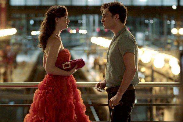"""""""Curieux cette impossibilité de se détacher tout à fait de l'être que l'on aime, ce besoin de le retenir, d'en parler et de retarder désespérément le moment où il ne sera plus rien pour nous."""""""