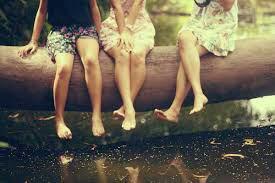 L'amitié requiert de la compréhension et non des compromis. Cela signifie pardonner et non oublier. Cela signifie que les souvenirs restent même si le contact est perdu.