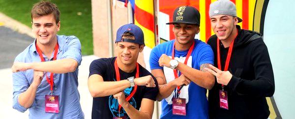 Les amis de Neymar posent devant le bouclier du Barça