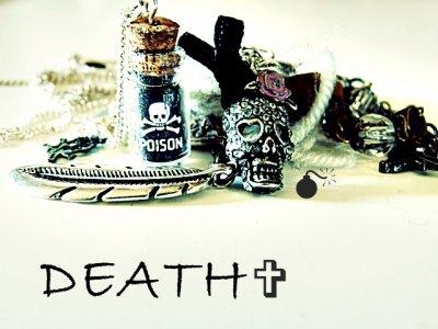 La vie et la mort sont deux chemin parallèle.