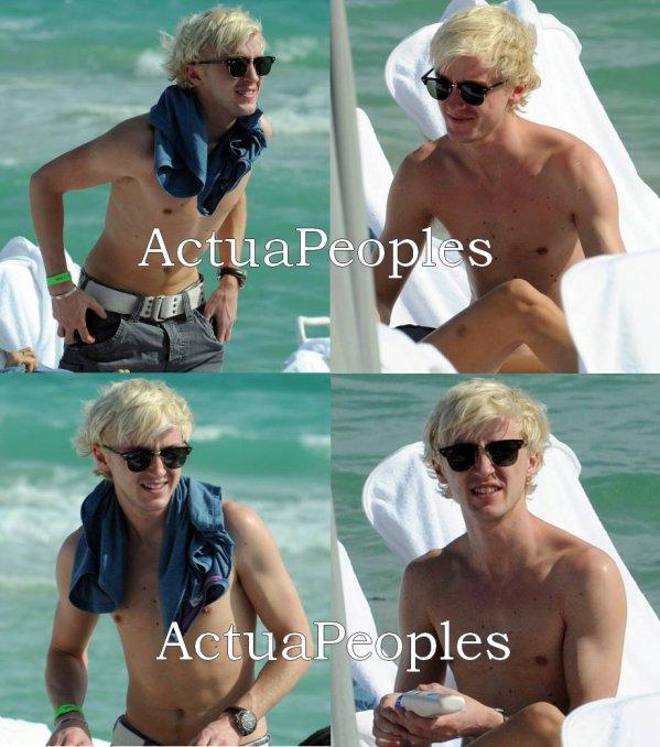 """Tom Felton, alias Drago Malefoy dans Harry Potter, est en vacances au bord de la mer avec sa petite amie . Hum , on peut dire qu'il y a une différence entre """"Drago Malefoy"""" le sorcier prétentieux aux cheveux plaqué et  """"Tom Felton"""" le blondinet maigrichon sur la plage , vous trouvez pas ?!  ;)///// ///// ///// ///// /////  ///// [Ajoutes-moi à tes préférés] S'inscrire à ma newsletter N'oubliez pas de confirmer votre inscription grace au lien que l'on vous envoie dans votre boite mail, ou vous ne serez pas prévenus !"""