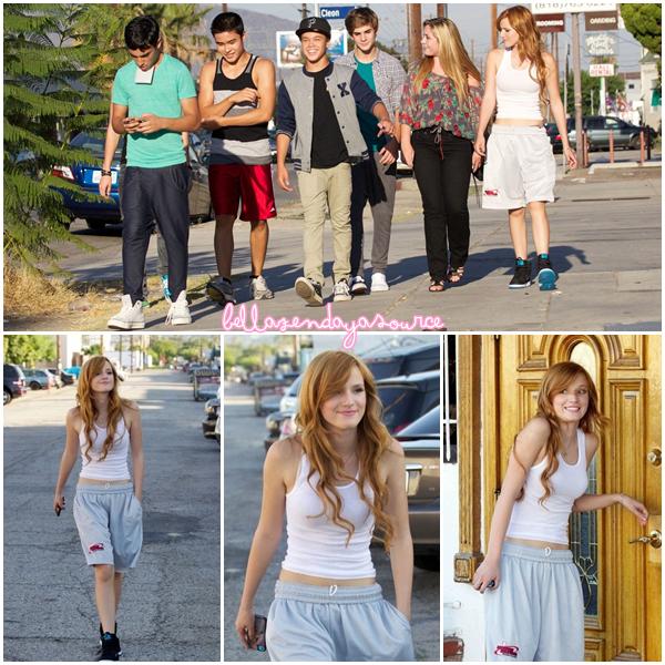 Bella, Kailey et les IM5 se promenant dans les rues de Los Angeles le 29 aout 2012.