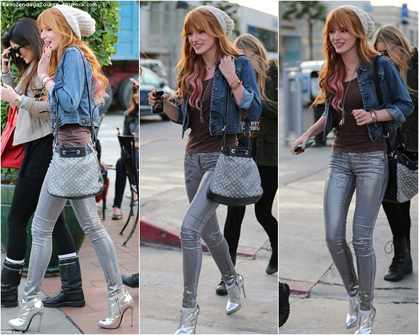 Bella et Kylie Jenner allant et partant déjeuner dans un café a Beverly Hills le 21 décembre 2012.