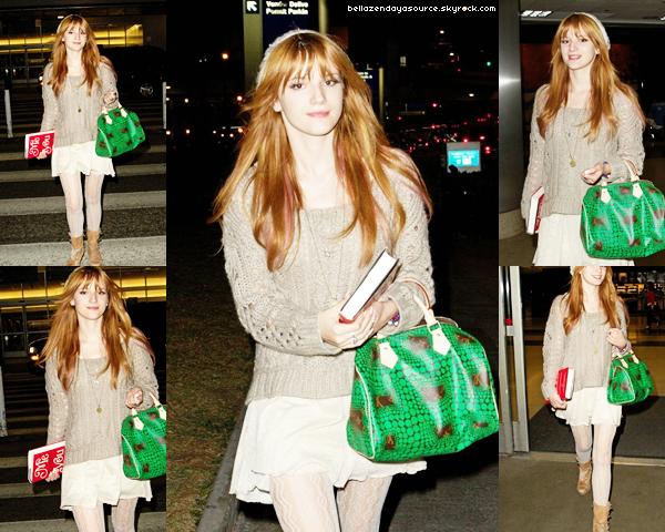 Bella a l'aréport de LAX le 20 janvier 2013.