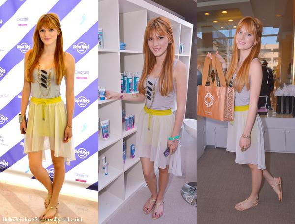 Bella faisant du shopping avec sa mère le 11 avril 2013.