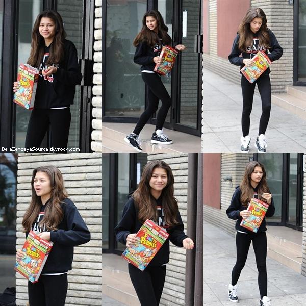 Zendaya allant aux répétitons de Dance With The Stars le 15 avril 2013.