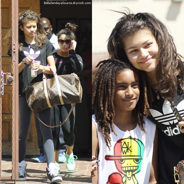 Zendaya et son papa allant manger au restaurant le 18 avril 2013.