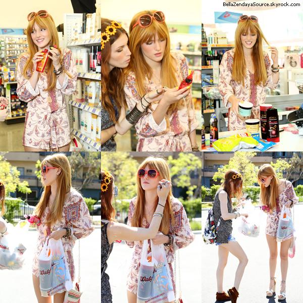 Bella et sa soeur faisant du shopping le 25 avril 2013.