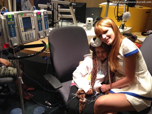 Bella au Minie Gift Lounge lors des Radio Disney Music Awards avec Coco Jones le 27 avril 2013.