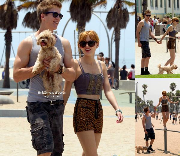 Bella et son chéri Tristan se promenant à la place de Monica le 30 juin 2013.