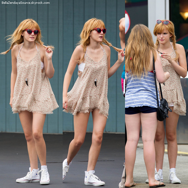 Bella et des amies ont été vu au parc d'attraction de six flags over Georgia à Atlanta le 27 juillet 2013.