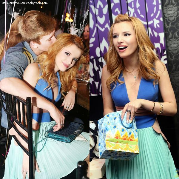 Bella, ses amies et sa famille à l'évènement de WallFlower Jeans le 7 octobre 2013.