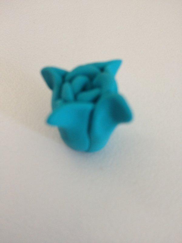 Fleur bleue en Fimo