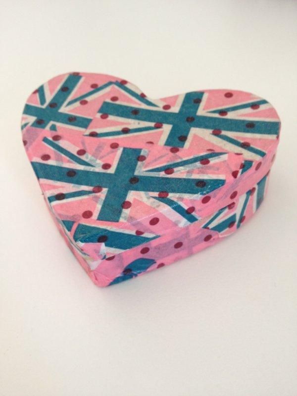 Boîte coeur en Décopatch thème Angleterre