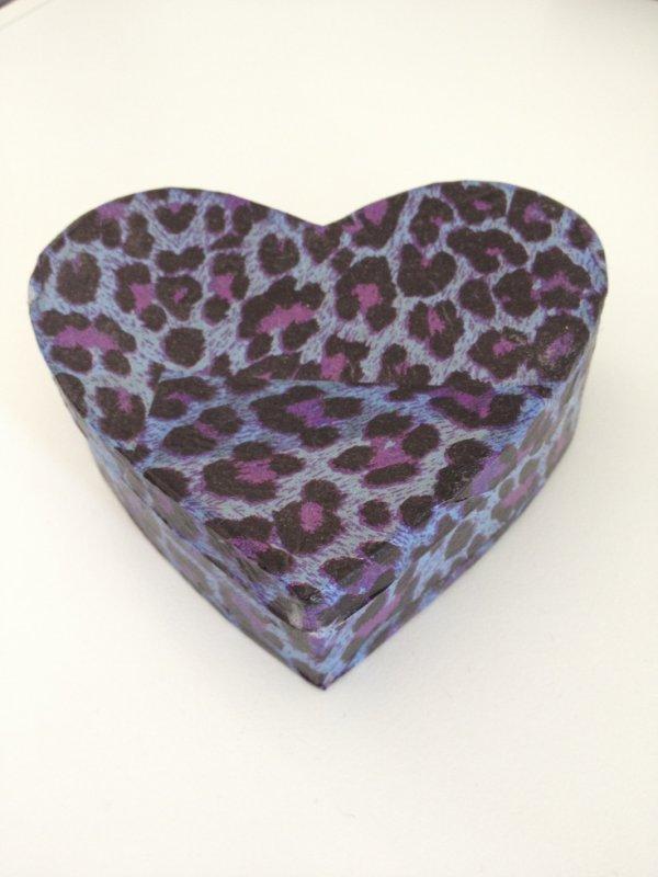 Boîte coeur faite avec du papier Décopatch