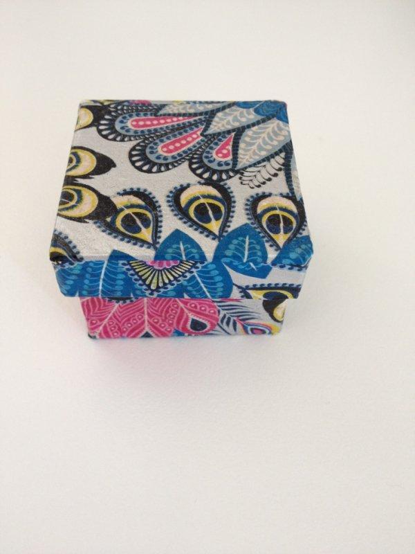 Petite boîte carrée en papier Décopatch
