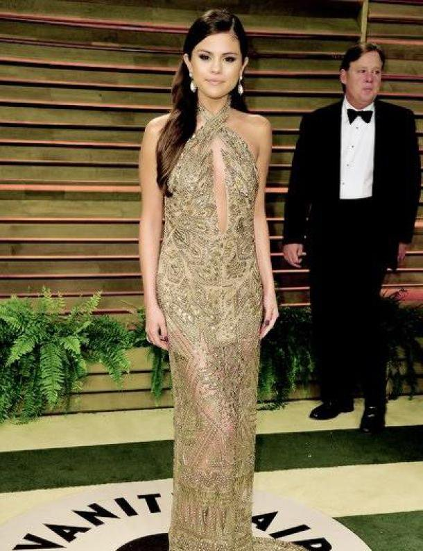 Look de Selena Gomez : Sexy à la soirée Vanity Fair après les Oscars