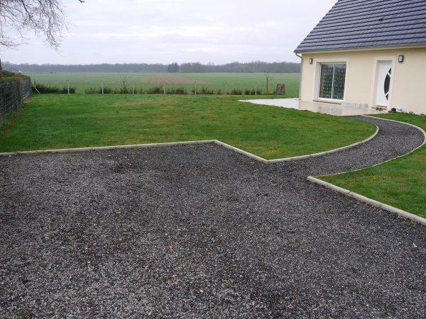 Bordure de chemin et parterre de fleures autoconstruction de notre maison - Delimiter terrasse et pelouse ...