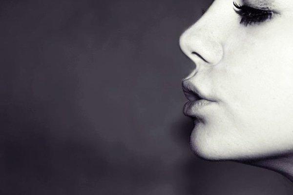 J'ai le coeur sec, et les yeux gonflés. Ces amours indigestes m'ont ecoeurés souvent.