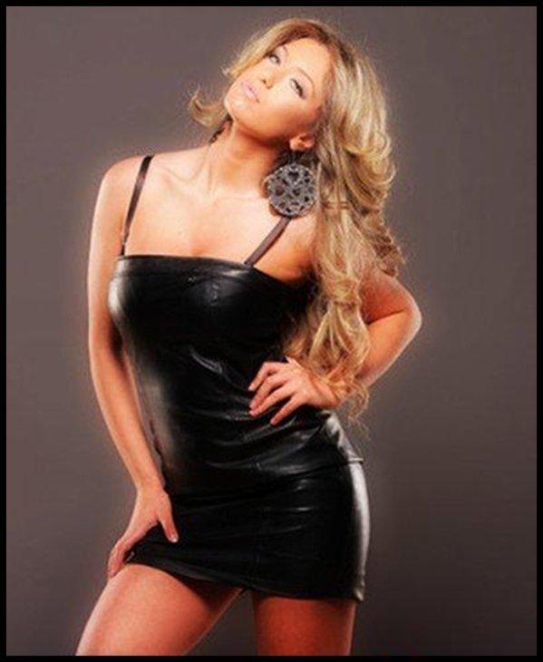 Adelina Tahiri  a është njëra ndër kengetaret me te mira ne KOSOV