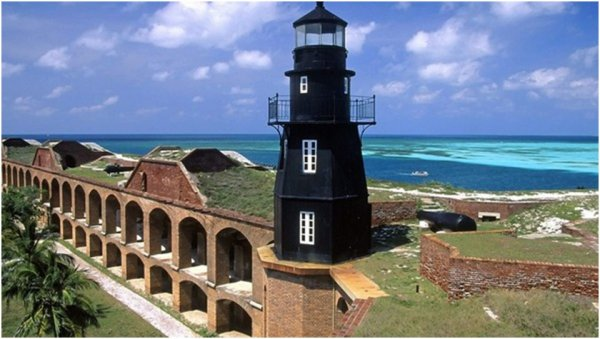 DES BEAUX PHARES ( fort-jefferson national-park floride )