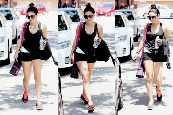 17.05.2012 Vanessa se dirige vers la salle de gym avec sa s½ur Stella à Los Angeles, en Californie. TOP ou FLOP?