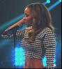 Tinashe avec un micro