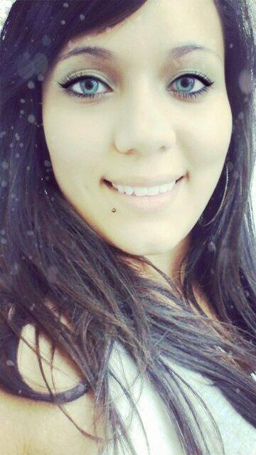 › il y a des chagrins d'amour que le temps n'efface pas et qui laissent aux sourires des cicatrices imparfaite {...}