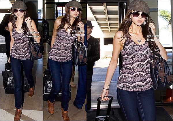 28/01/11 : Miss Dobrev a été aperçue en compagnie de Ian Somerhalder à l'aéroport de Los Angeles.