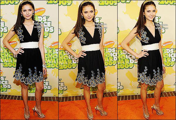 29.03.09 :. Nina aux « Nickelodeon Kids Choice Awards 2009 » avec des membres du cast de Degrassi.