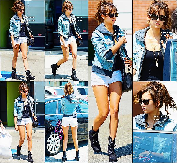10/08/13 :. Nina Dobrev a était aperçue quittant un studio situé à Studio City (L.A)